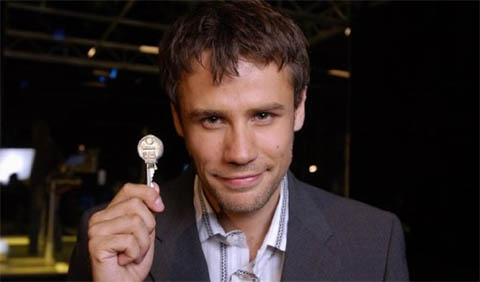 Image:19keys richardbacon withkey.jpg