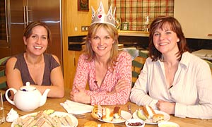 Image:Anthea turner perfect house wife paper hat.jpg