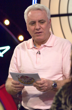 File:Bullseye dave with cards.jpg