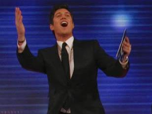 File:Familyfortunes vernonkay waving.jpg